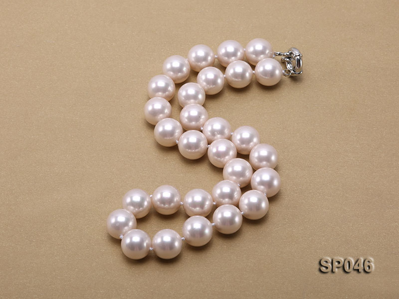 Gorgeous 14mm white round seashell pearl necklace big Image 3