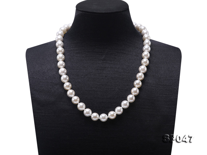 12mm white round seashell pearl necklace big Image 1