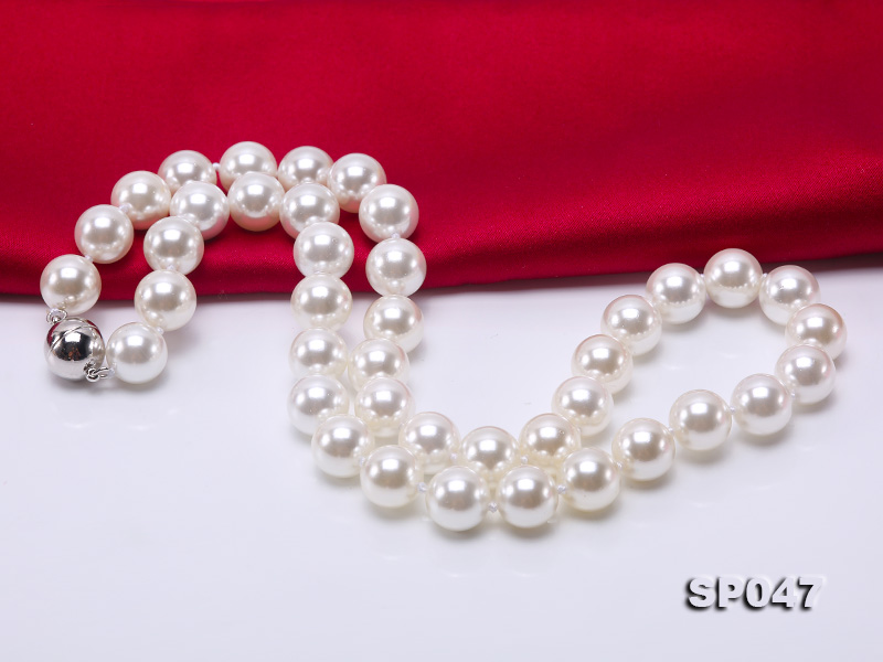 12mm white round seashell pearl necklace big Image 3