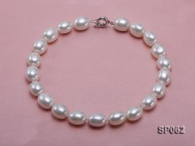 Elegant white seashell pearl necklace with gilded clasp SP062 Image 1