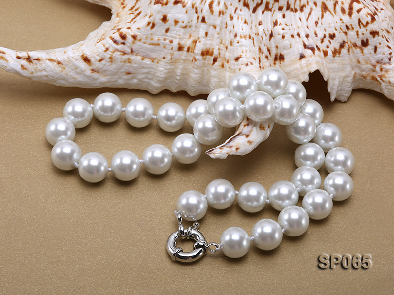 12mm white round seashell pearl necklace big Image 4