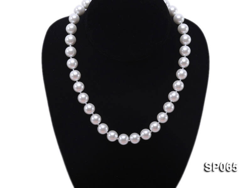 12mm white round seashell pearl necklace big Image 5