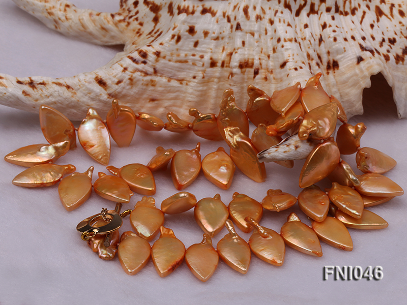 Classic 10x21mm Golden Leaf-shaped Freshwater Pearl Necklace big Image 4