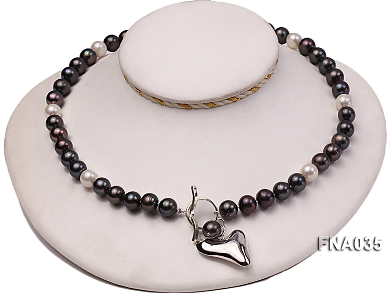 Classic 9-10mm White & Black Cultured Freshwater Pearl Necklace with a Gilded Pendant big Image 2