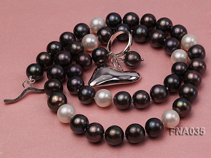 Classic 9-10mm White & Black Cultured Freshwater Pearl Necklace with a Gilded Pendant big Image 3