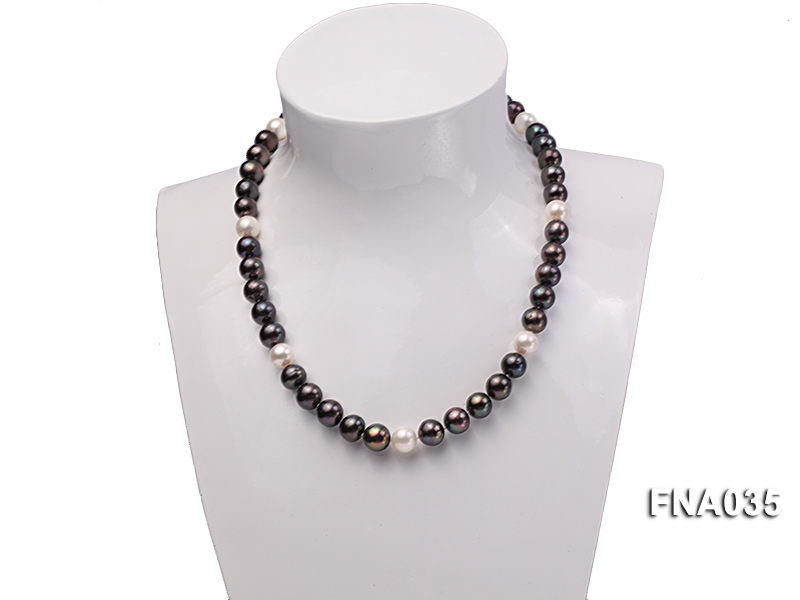 Classic 9-10mm White & Black Cultured Freshwater Pearl Necklace with a Gilded Pendant big Image 6