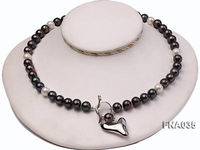 Classic 9-10mm White & Black Cultured Freshwater Pearl Necklace with a Gilded Pendant FNA035 Image 2