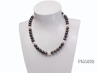 Classic 9-10mm White & Black Cultured Freshwater Pearl Necklace with a Gilded Pendant FNA035 Image 6