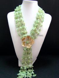 8-13mm light green broken stone necklace with a flower inthe middle CFN002