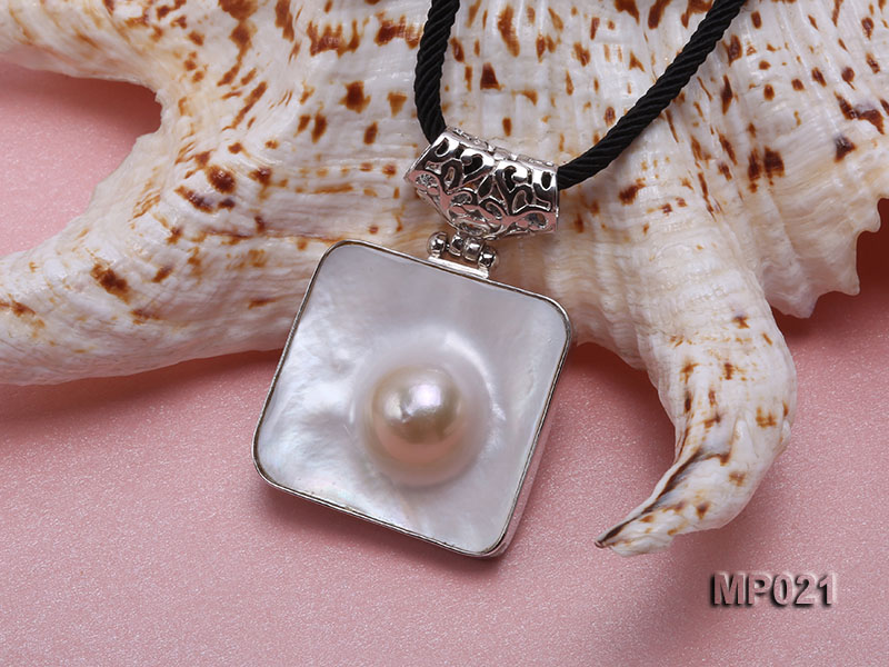 30mm mabe pearl pendant edged with sterling silver  big Image 3