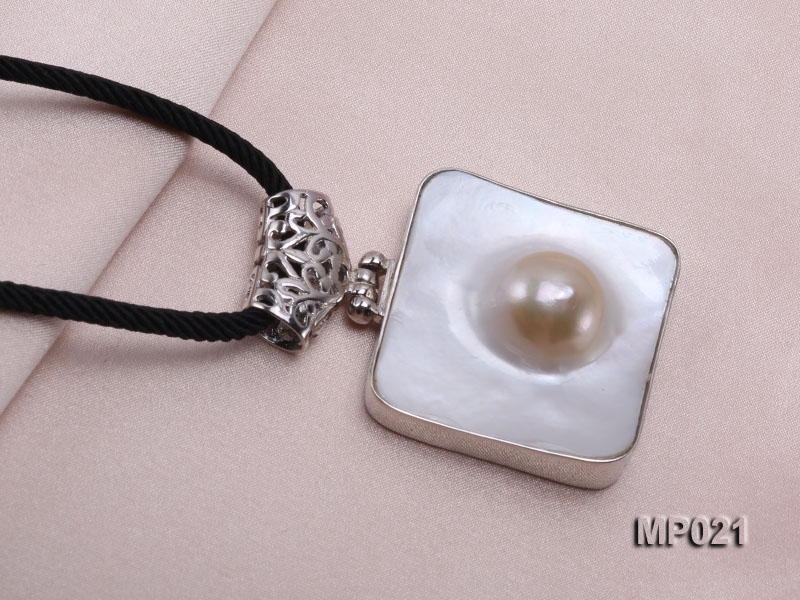 30mm mabe pearl pendant edged with sterling silver  big Image 5