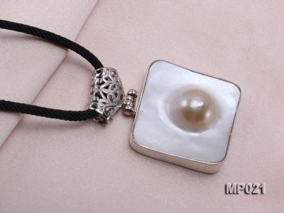 30mm mabe pearl pendant edged with sterling silver  MP021 Image 5