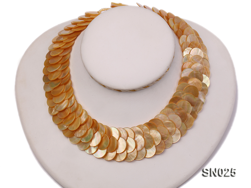 Natural Button-shaped Yellow Shell Pieces Necklace big Image 1