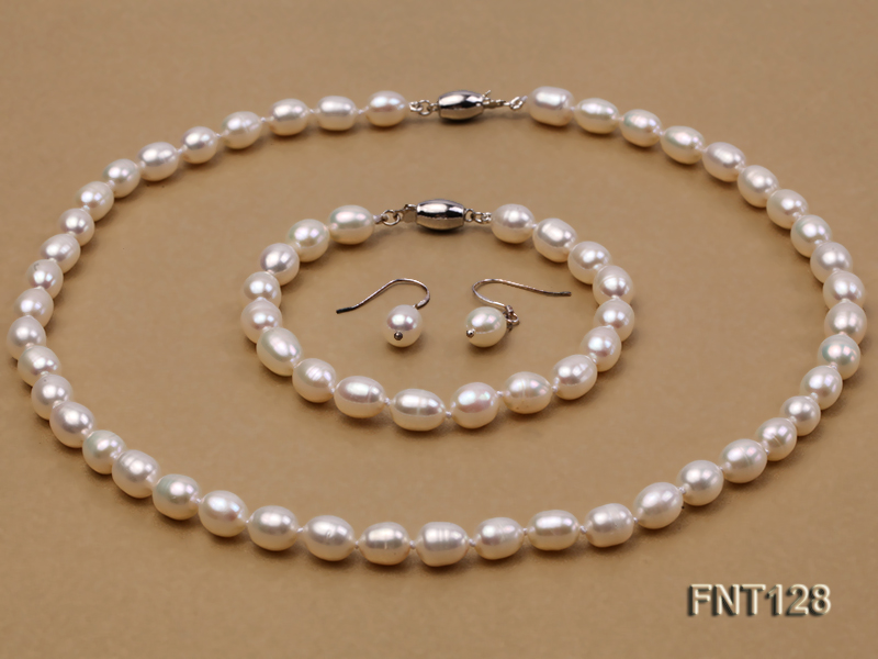7.5x9mm White Freshwater Pearl Necklace, Bracelet and Stud Earrings Set big Image 1