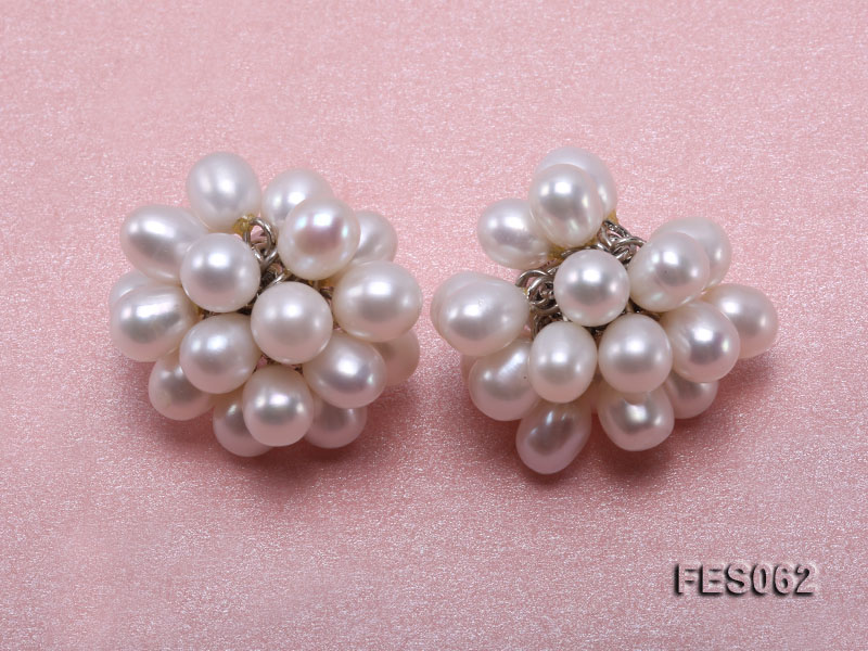 6x7mm White Rice-shaped Cultured Freshwater Pearl Earrings big Image 1