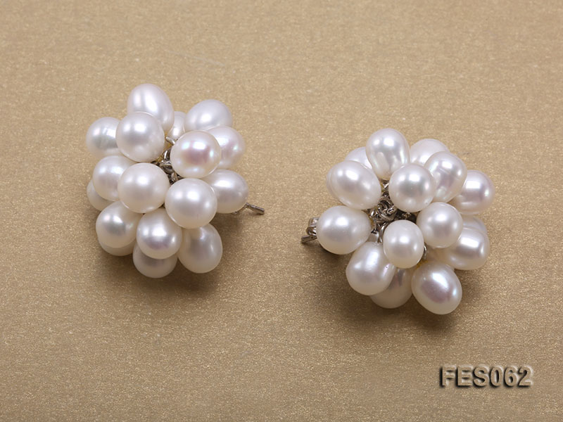 6x7mm White Rice-shaped Cultured Freshwater Pearl Earrings big Image 3