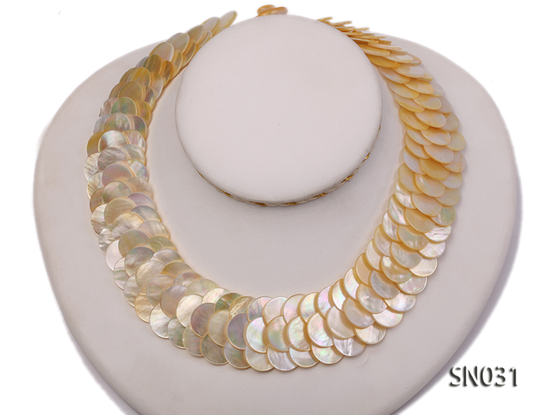 Natural Button-shaped White Shell Pieces Necklace big Image 1