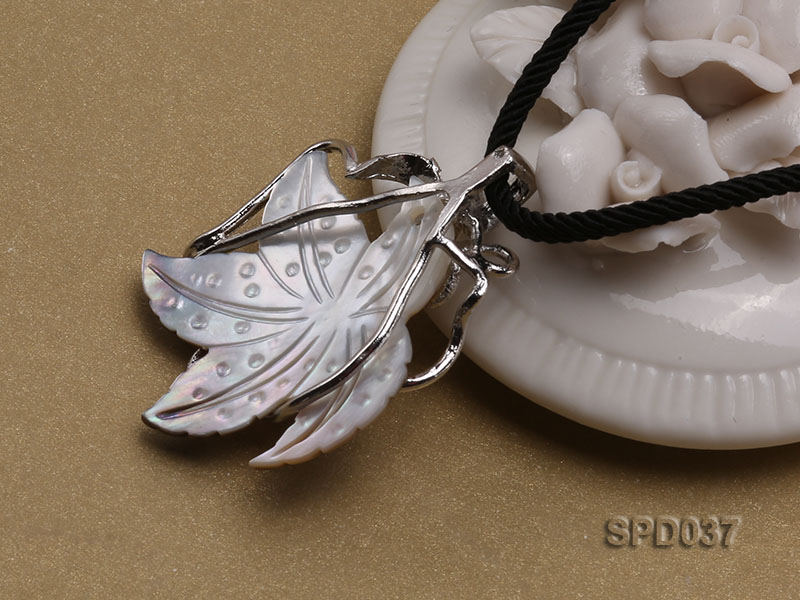 32x35mm Leaf-shaped White Shell Pendant big Image 2