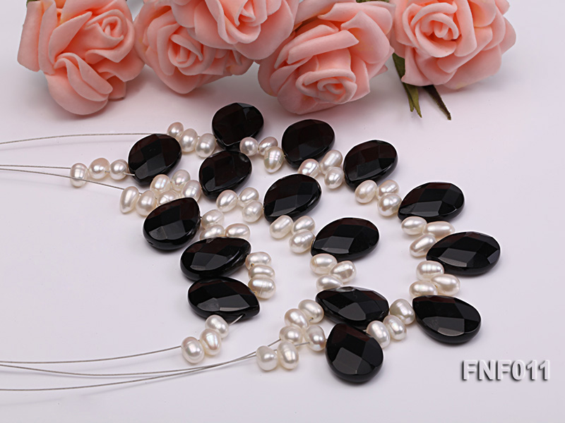 Three-Row 4-6mm White Freshwater Pearl and 9x12mm Black Agate Beads Necklace big Image 2