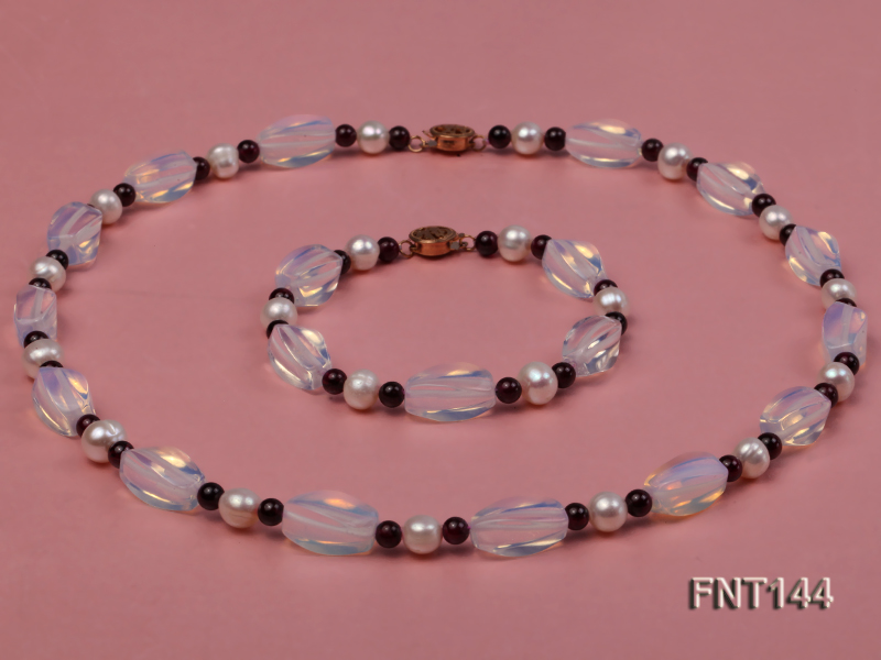White Freshwater Pearl, Garnet Beads & Moonstone Beads Necklace and Bracelet Set big Image 1