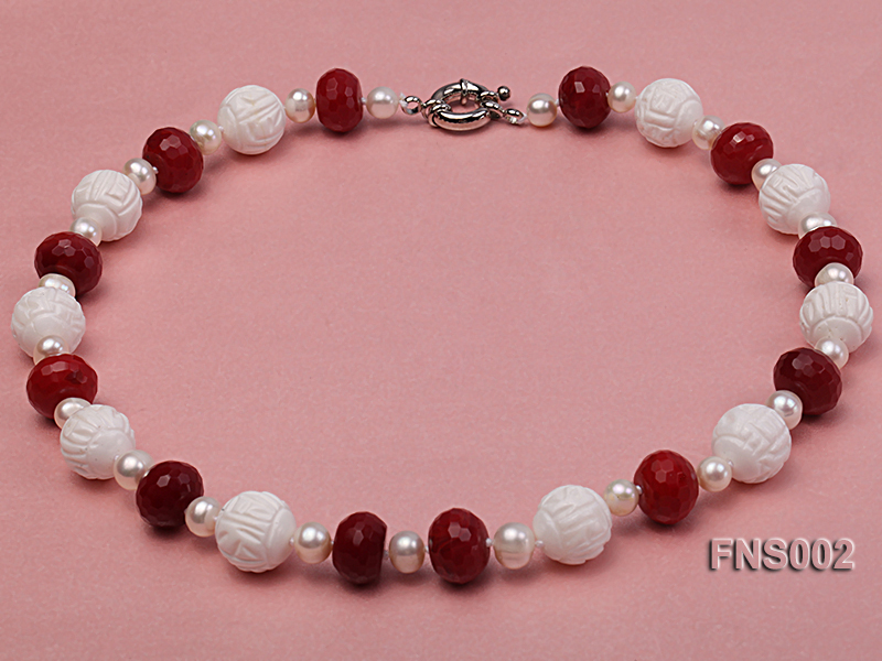 7x9mm white round freshwater pearl with red gemstone and natural tridaonidae necklace big Image 1
