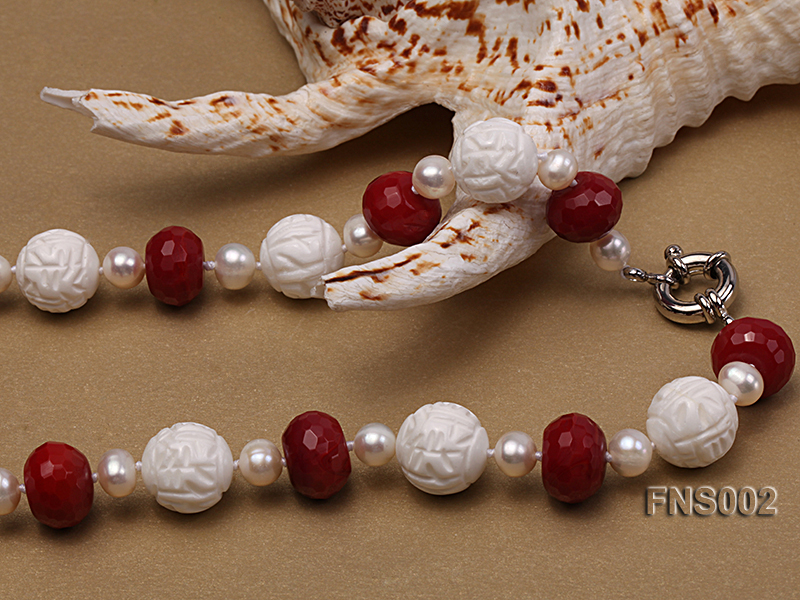 7x9mm white round freshwater pearl with red gemstone and natural tridaonidae necklace big Image 2