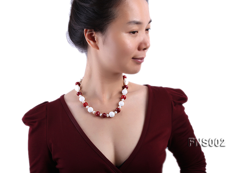 7x9mm white round freshwater pearl with red gemstone and natural tridaonidae necklace big Image 5