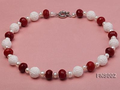 7x9mm white round freshwater pearl with red gemstone and natural tridaonidae necklace FNS002 Image 1