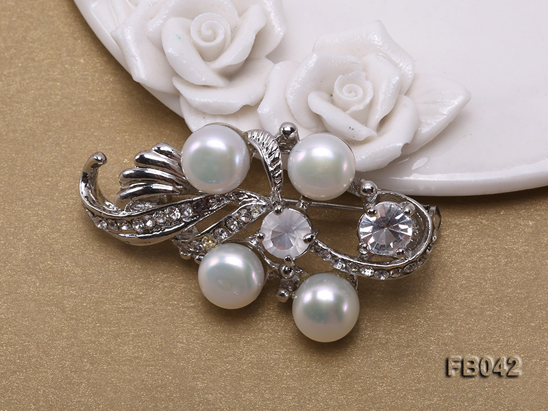 Gold Plated Brooch with Freshwater Pearls and Shining Rhinestone Beads big Image 3