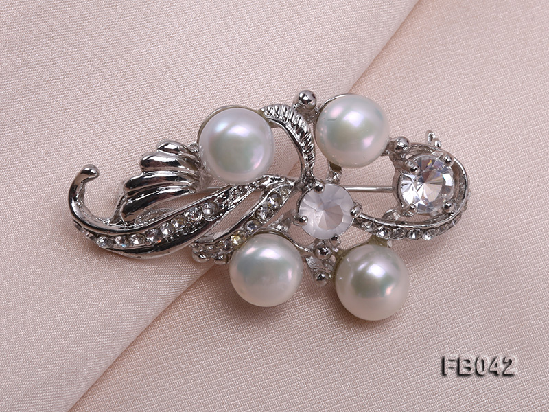Gold Plated Brooch with Freshwater Pearls and Shining Rhinestone Beads big Image 4