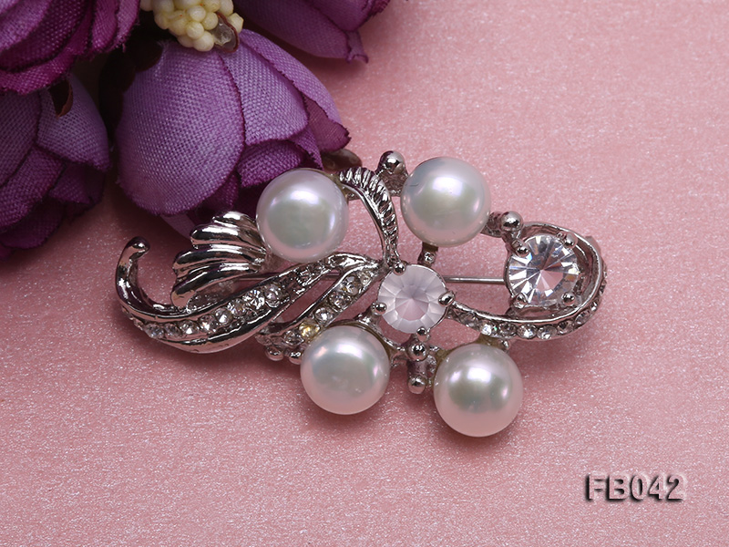 Gold Plated Brooch with Freshwater Pearls and Shining Rhinestone Beads big Image 5