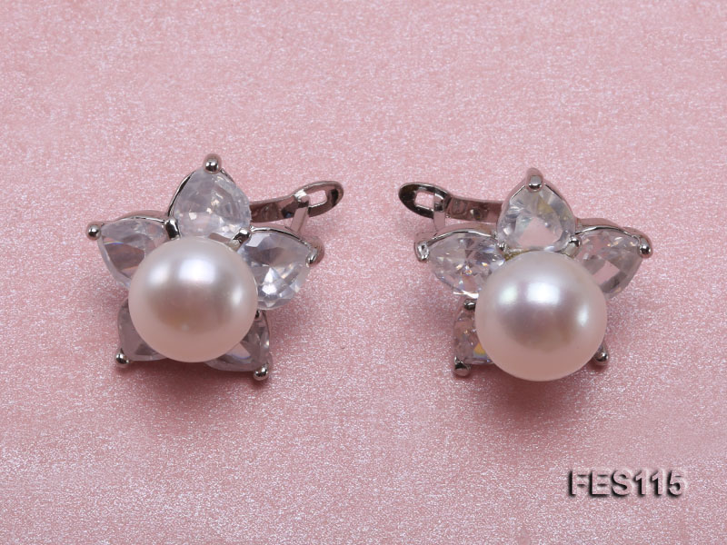 Flower-shaped white Freshwater Pearl Earrings big Image 1