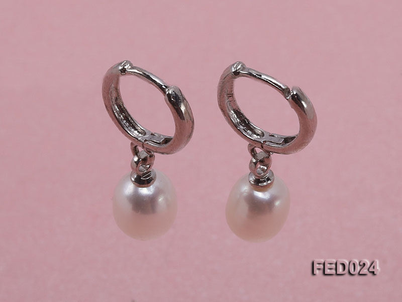 7x9mm White Oval Freshwater Pearl Earrings big Image 1