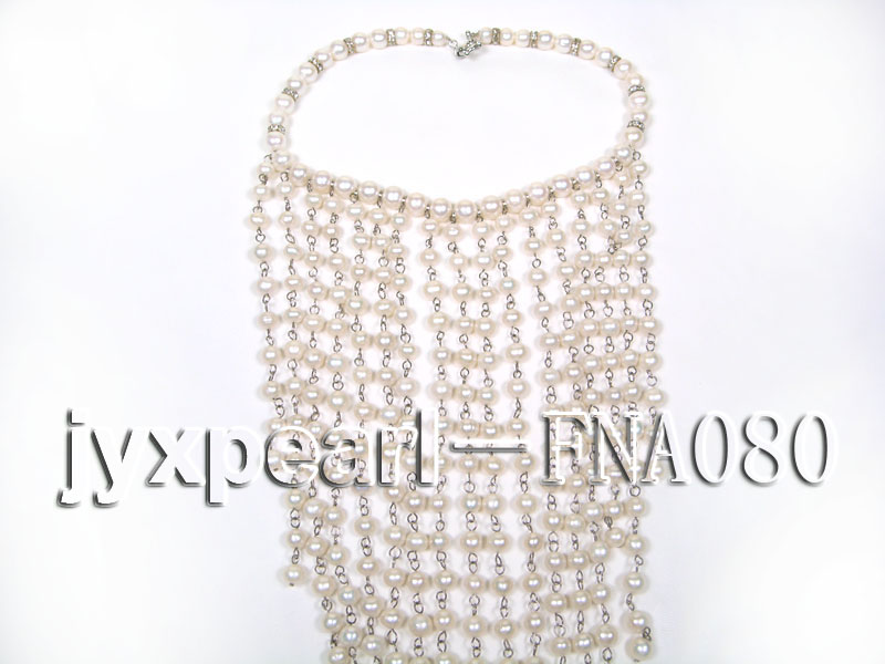 White Freshwater Pearl Necklace Dotted with Zircons big Image 4