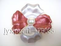 flower forms white freshwater pearl brooch FB085