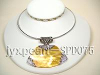 37x52mm Fan-shaped Golden Shell Pendant SPD075