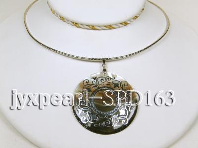 50mm Round Shell Pendant with beautiful Gilded Metal Pattern SPD163 Image 3