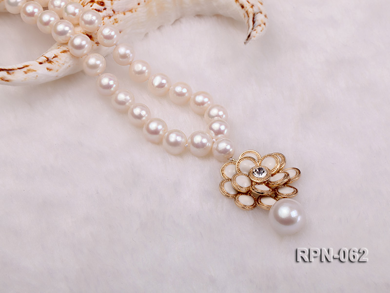 Classic 10mm White Cultured Freshwater Pearl Necklace with a Big-size Pearl Pendant big Image 5