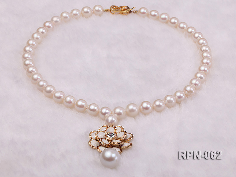 Classic 10mm White Cultured Freshwater Pearl Necklace with a Big-size Pearl Pendant big Image 4