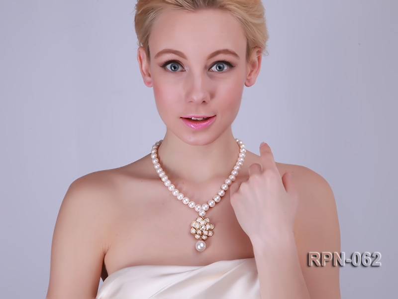 Classic 10mm White Cultured Freshwater Pearl Necklace with a Big-size Pearl Pendant big Image 1