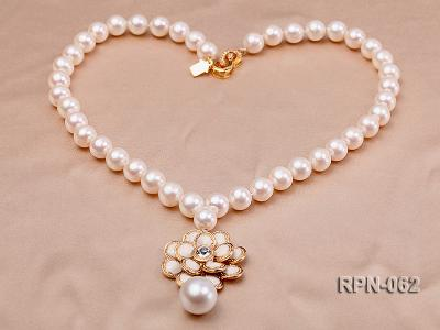 Classic 10mm White Cultured Freshwater Pearl Necklace with a Big-size Pearl Pendant RPN-062 Image 3