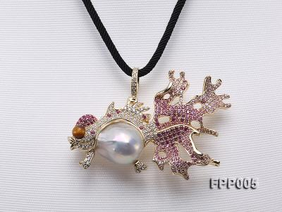 75X50mm Fish-style White Baroque Freshwater Pearl Pendant/Brooch  FPP005 Image 1