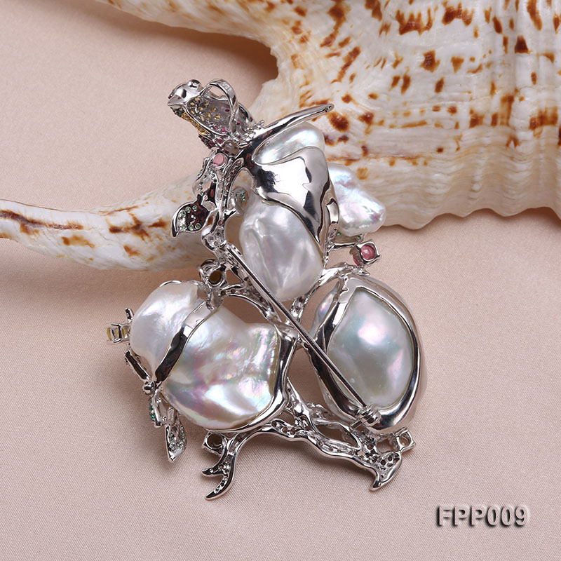 Fine Magpie-style White Baroque Pearl Pendant/Brooch big Image 4