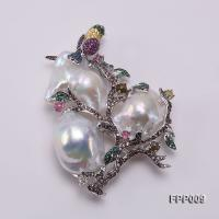 Fine Magpie-style White Baroque Pearl Pendant/Brooch FPP009