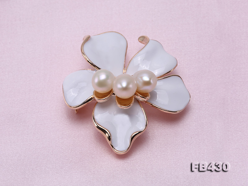 7-9mm White Natural Freshwater Gold Plated Flower-shaped Brooches big Image 3