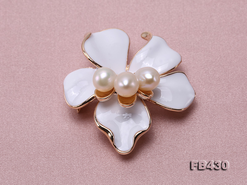 7-9mm White Natural Freshwater Gold Plated Flower-shaped Brooches big Image 5