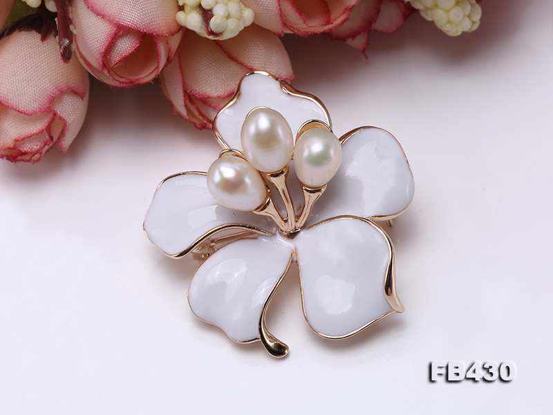 7-9mm White Natural Freshwater Gold Plated Flower-shaped Brooches big Image 6