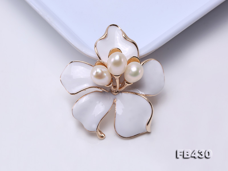 7-9mm White Natural Freshwater Gold Plated Flower-shaped Brooches big Image 8