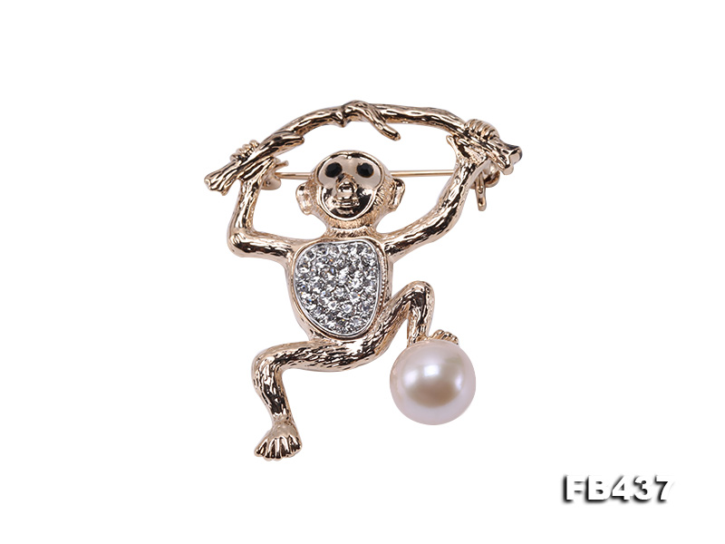 10.5mm White Freshwater Pearl Monkey Brooch with Zircons big Image 1