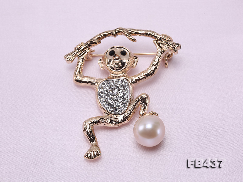 10.5mm White Freshwater Pearl Monkey Brooch with Zircons big Image 4